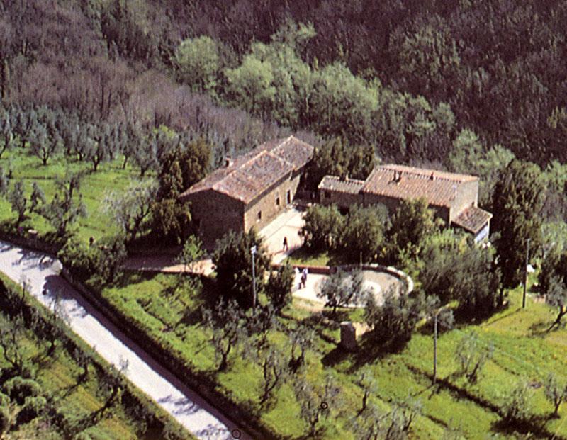 Immagine veduta aerea della casa di anchiano dopo la ristr for Disegni della casa di tronchi