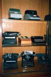 Immagine macchine da scrivere e calcolatrici istituto per for Buono per servizi turistici