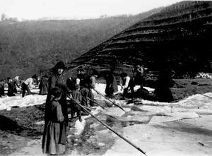 La Ghiacciaia di Pontepetri (Pistoia) in una foto storica.