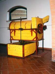 Dissipatrice elettrica per uva Garolla, Cecina, 1950 circa, Museo della Vita e del Lavoro della Maremma Settentrionale, La Cinquantina, Cecina.