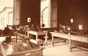 Historic photo of the Optical Room in the Military Chemical-Pharmaceutical Plant, Florence.