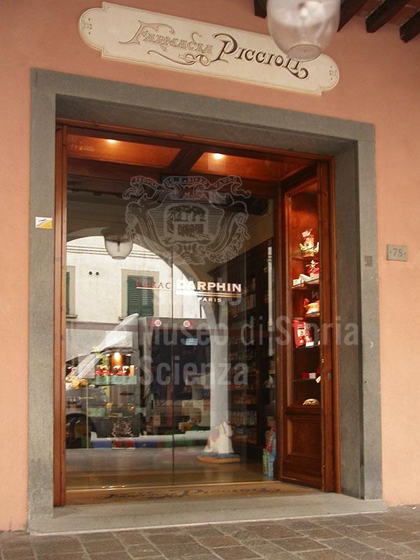 Farmacia Piccioli, Cascina.