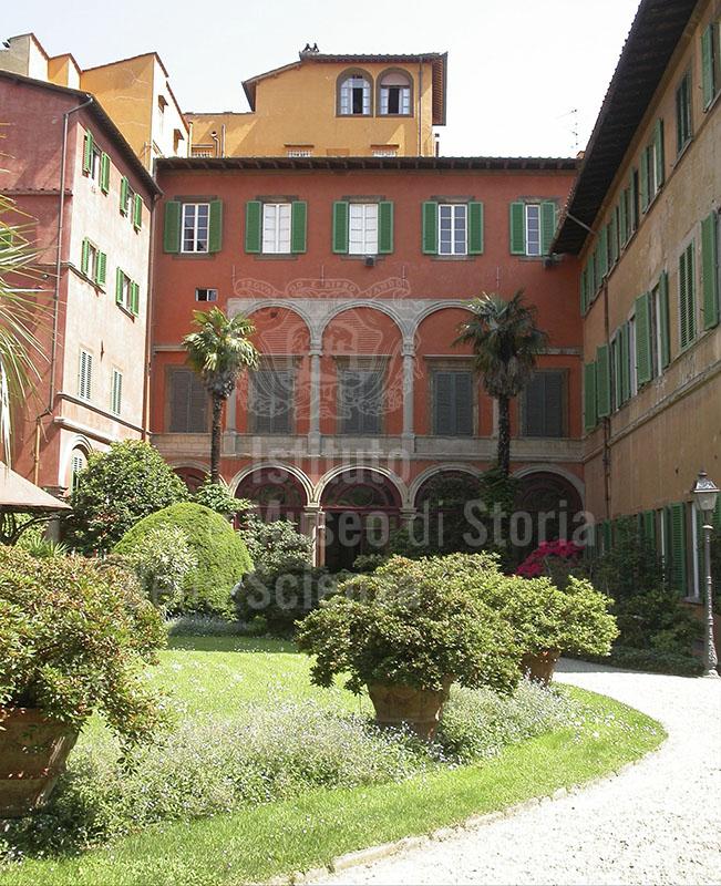 Facciata posteriore di Palazzo Budini Gattai di Firenze con il portico a 5 arcate attribuito a Bartolomeo Ammannati.