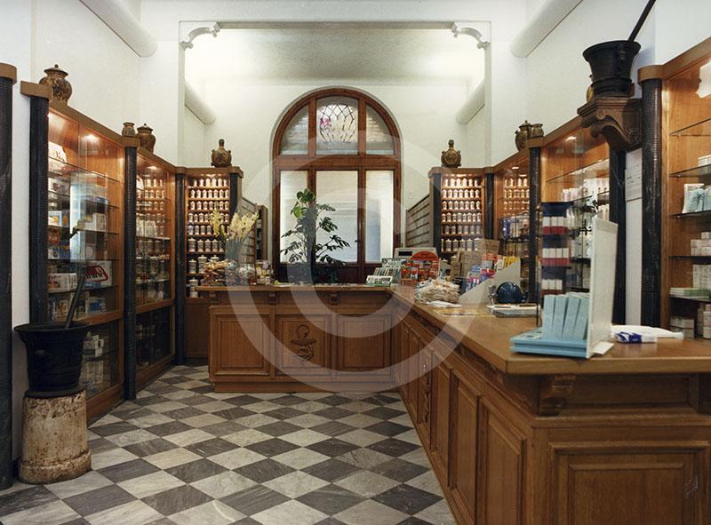 Interno della  Farmacia Bottari di Pisa.