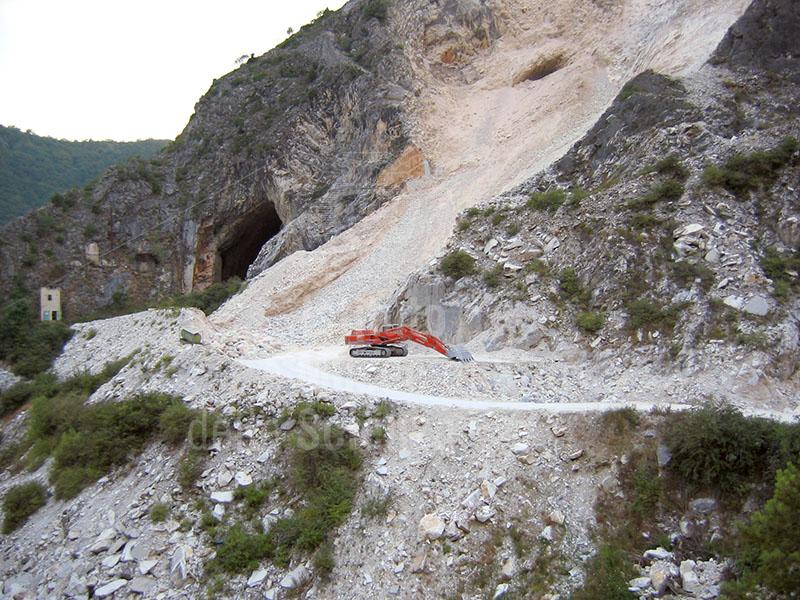 Cave di marmo del Bacino di Torano, Carrara.