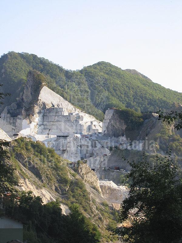 Cave di marmo del Bacino di Colonnata, Carrara.