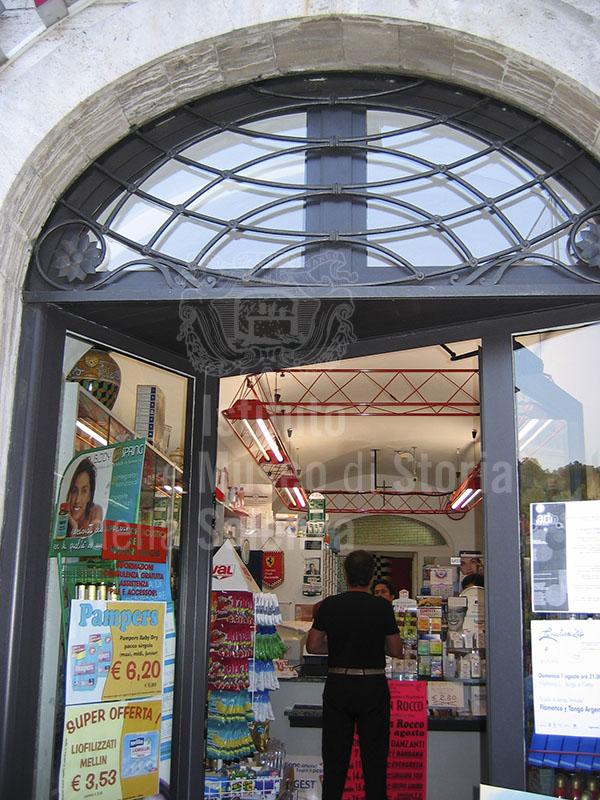 Esterno della Farmacia Malaspina, Villafranca in Lunigiana.