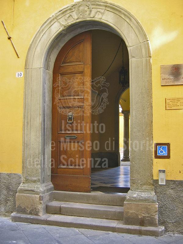 Portale d'ingresso dell'Archivio Notarile, Lucca.