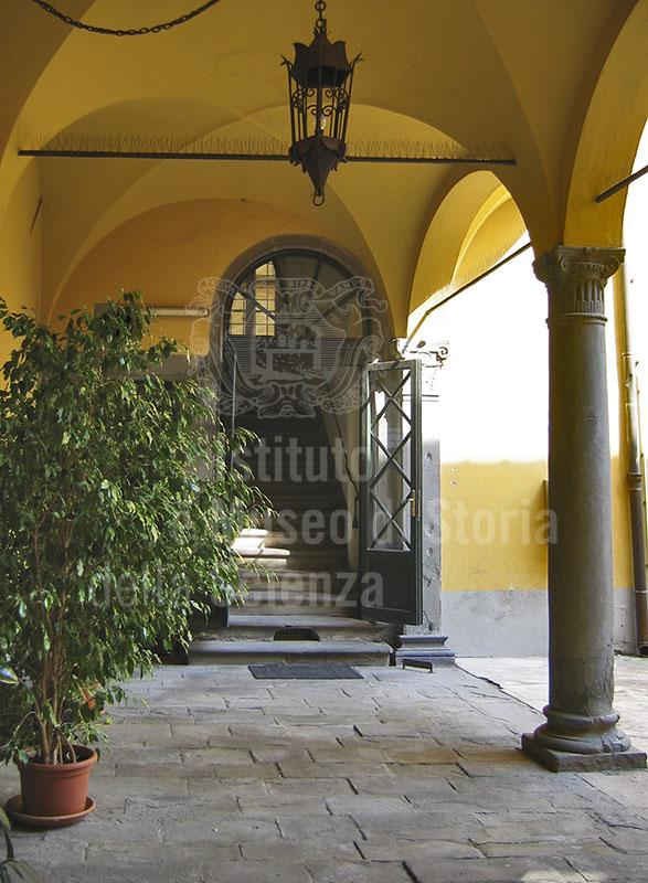 Ingresso dell'Archivio Notarile, Lucca.