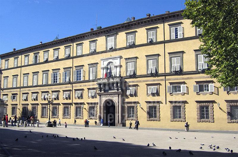 Facciata di Palazzo Ducale, Lucca.