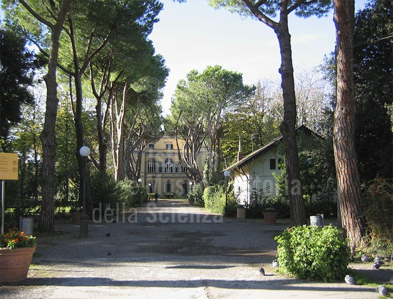 """Villa Fabbricotti, sede principale della Biblioteca Comunale Labronica """"Francesco Domenico Guerrazzi"""", Livorno."""