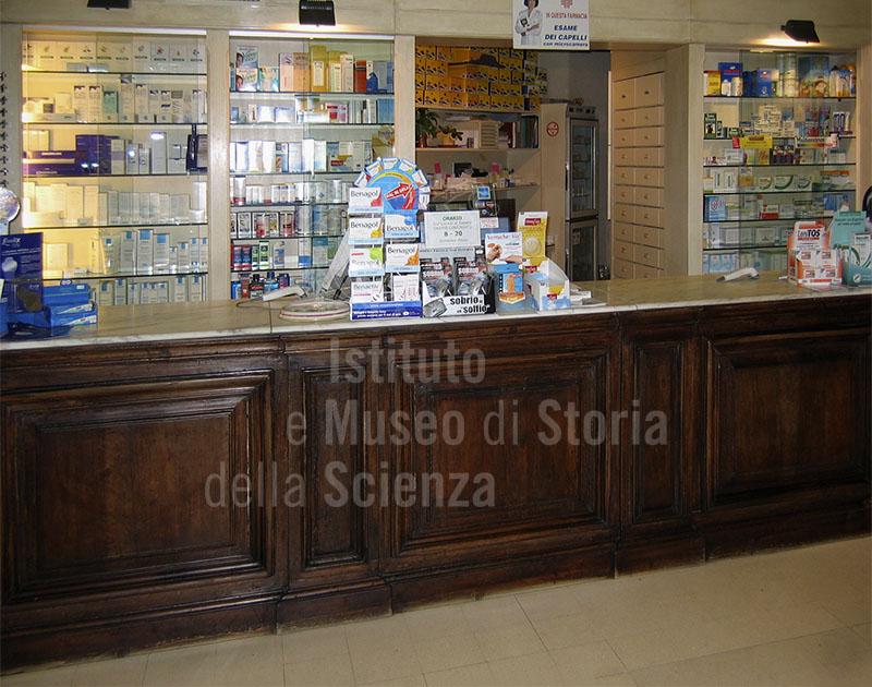 Antico banco farmaceutico della Farmacia Gigli, Pisa.