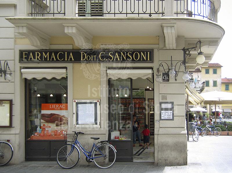 Esterno della Farmacia Sansoni, San Giovanni Valdarno.