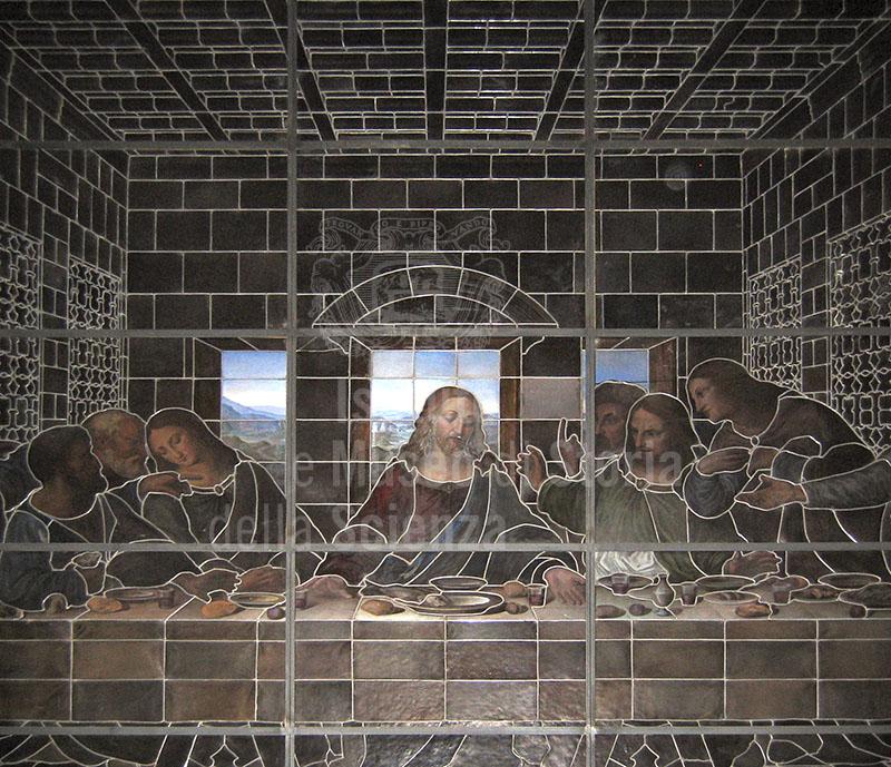 """Copia a grandezza naturale, in vetro dipinto, dell'Ultima Cena di Leonardo, realizzata tra il 1937 e il 1942 da Rosa e Cecilia Caselli, Museo """"Bernardini-Fatti"""" della Vetrata Antica, Sansepolcro."""