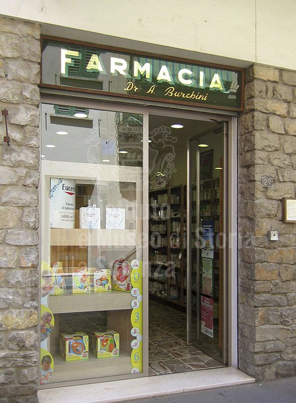Ingresso della Farmacia Burchini, Terranuova Bracciolini.