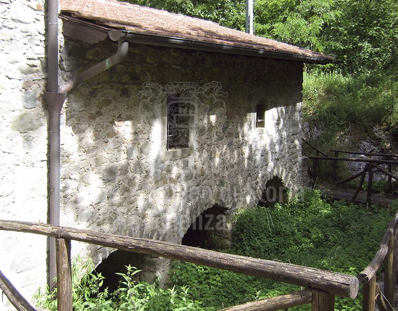 Esterno dell'Antico Mulino di Arlia, Fivizzano.