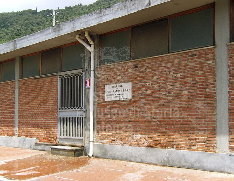 Esterno dell'attuale stazione dell'Acquedotto, San Giuliano Terme.