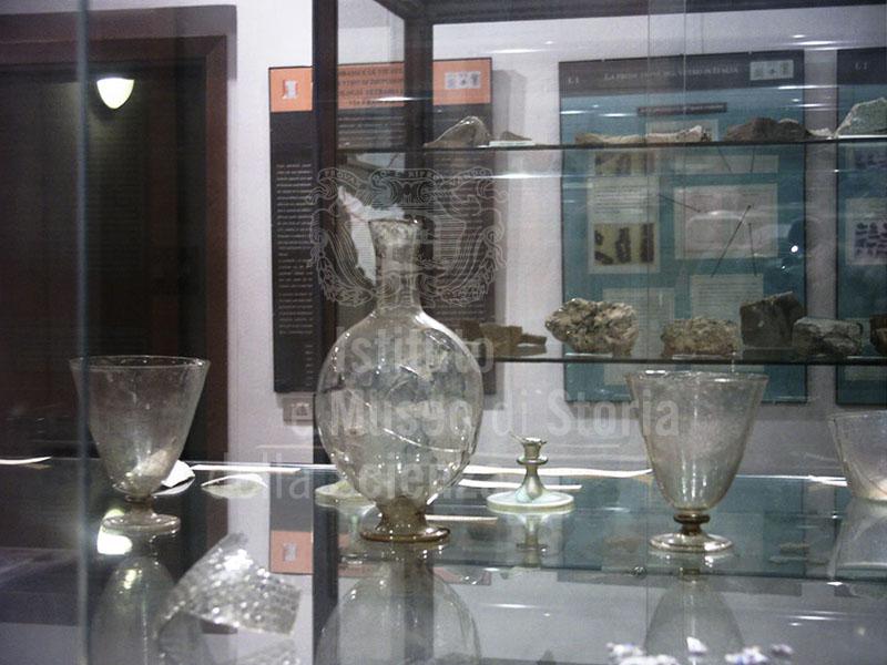 """Calici e bottiglietta, Mostra permanente """"La produzione vetraria a Gambassi"""", Gambassi Terme."""