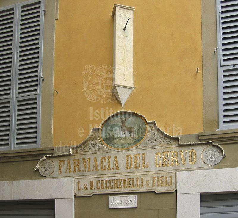 Decorazioni esterne dell'Antica Farmacia del Cervo, Arezzo.