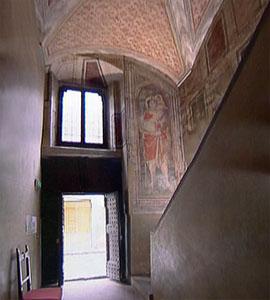 Atrio con affreschi a Palazzo Datini, Prato.