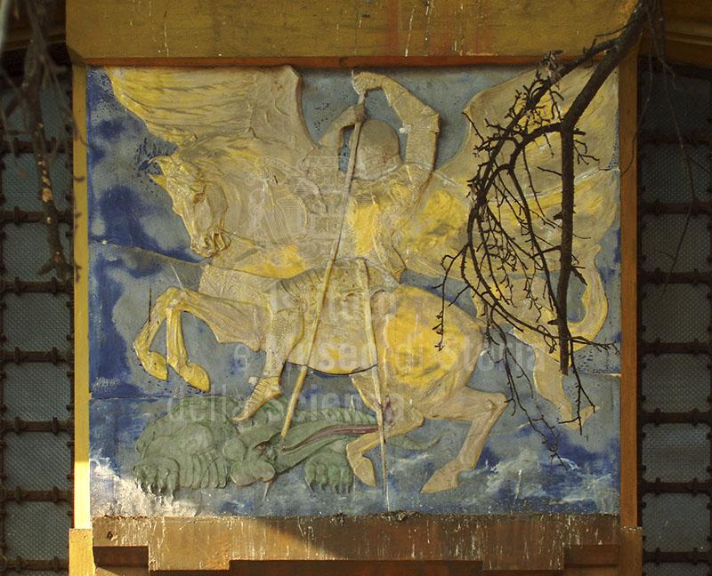 Particolare del pannello con San Giorgio e il Drago, ex Officine San Giorgio, Pistoia.