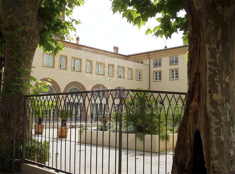 Cortile interno dell'ex ospizio marino di Lucca (Palazzo Moretti), Viareggio.