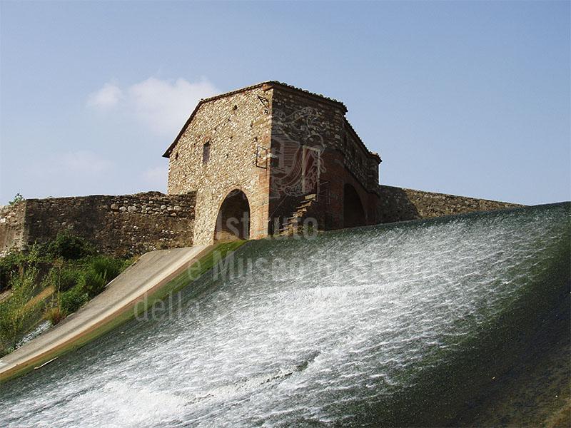 Immagine salto detto del cavalciotto sul fiume bisenzio for Piccoli piani di casa sul fiume