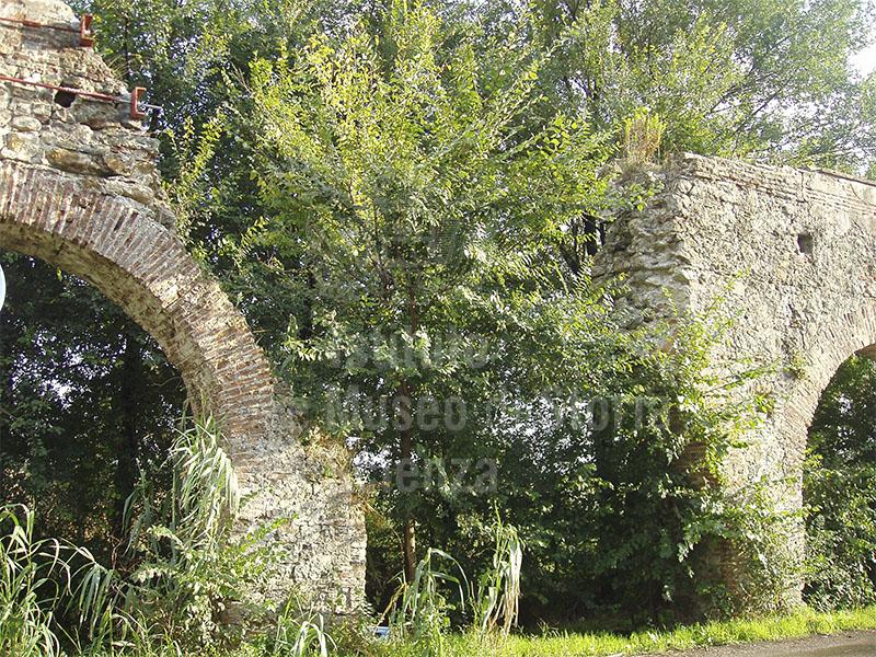 Archi interrotti dell'Acquedotto Mediceo presso Asciano, San Giuliano Terme.