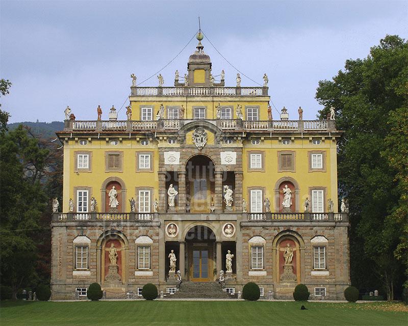 Facciata di Villa Santini Torrigiani, Camigliano, Capannori.