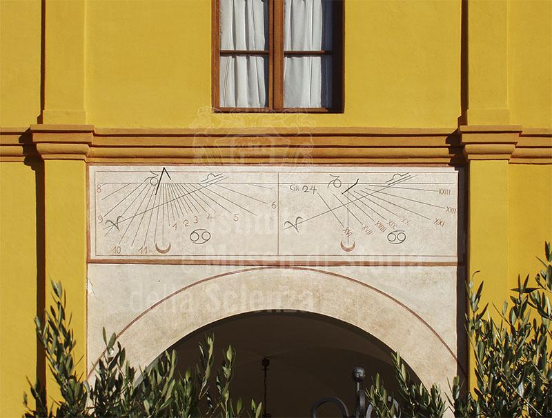 Meridiane nel chiostro della chiesa monumentale di San Francesco d'Assisi, Barga.
