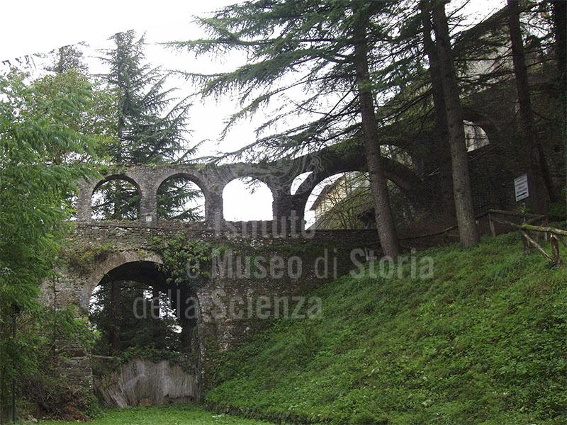 Antico acquedotto, Barga.