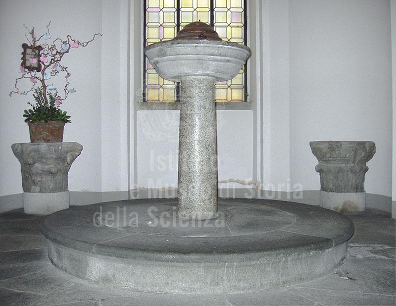 Antico fonte battesimale nel quale la tradizione ritiene essere stato battezzato Leonardo, Chiesa di Santa Croce, Vinci.