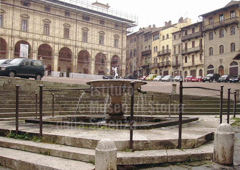 Fontana Pubblica in Piazza Grande, Arezzo.