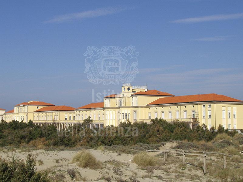 Veduta generale del prospetto fronte mare, Collegio del Calambrone, Calambrone, Pisa.