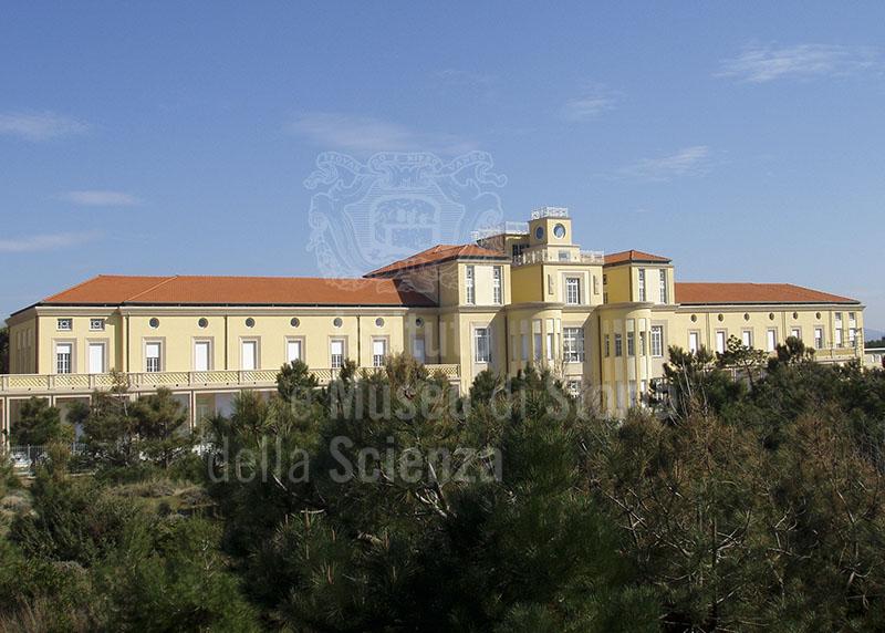 Immagine veduta della facciata fronte mare dell 39 edificio de for Costo della costruzione dell edificio