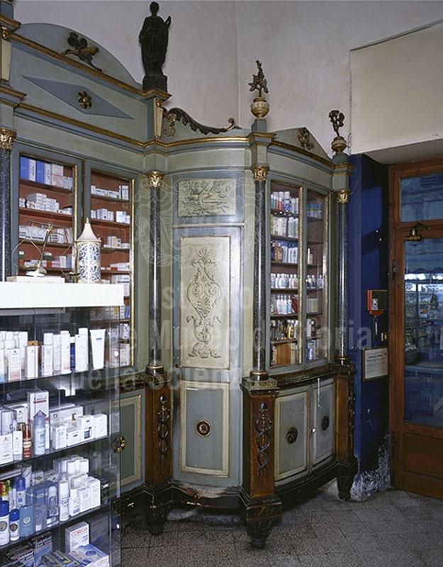 Interno della Farmacia Rosai Paturzo, Monte San Savino.