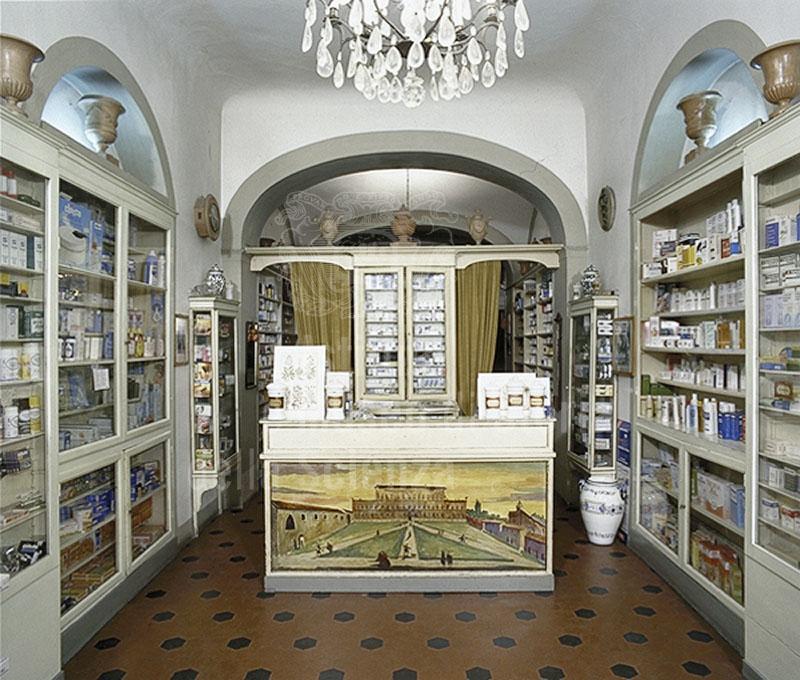 Sala vendita della Farmacia Pitti, Firenze.