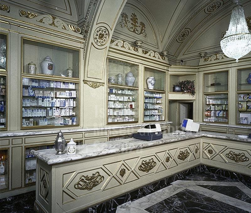 Interno della Farmacia Molteni, Firenze.