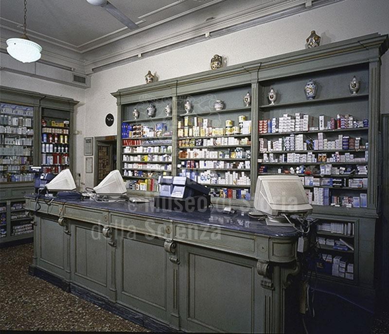Interno della Farmacia del Galluzzo, Firenze.