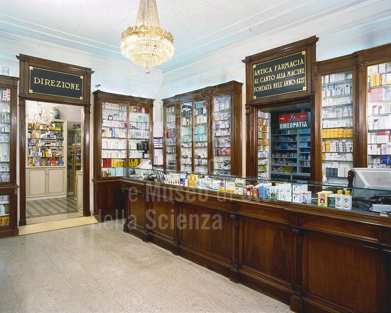 Interno della Farmacia Franchi, Firenze.