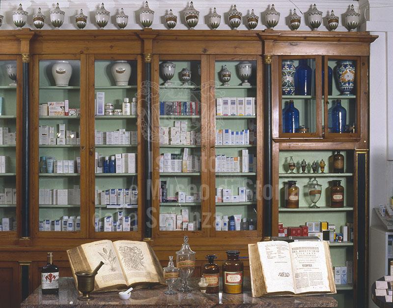 Arredo e parte della dotazione storica della Farmacia Paoletti, Loc. Brozzi, Firenze.