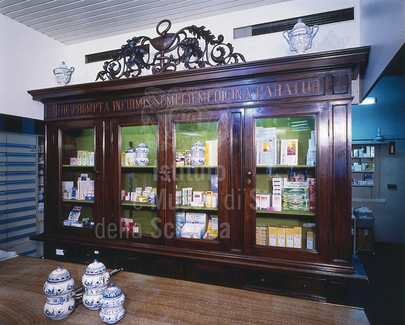 Interno della Farmacia dell'Arca, Pistoia.
