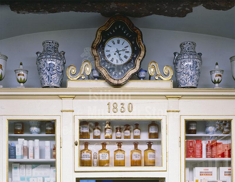 Orologio da parete dell'Antica Farmacia del Cervo, Arezzo.