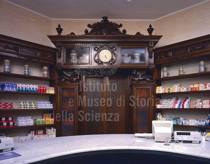 Arredo dei primi del Novecento della Farmacia Bartolini, Montevarchi.