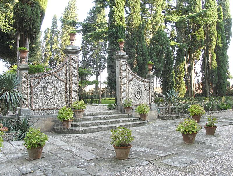 Immagine giardino all 39 italiana cancello d 39 ingresso villa m - Ingresso giardino ...