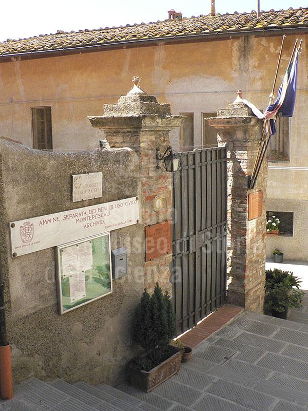 """Entrance to the  Museo di Storia Locale """"Ildebrando Imberciadori"""", loc. Montepascali, Grosseto."""