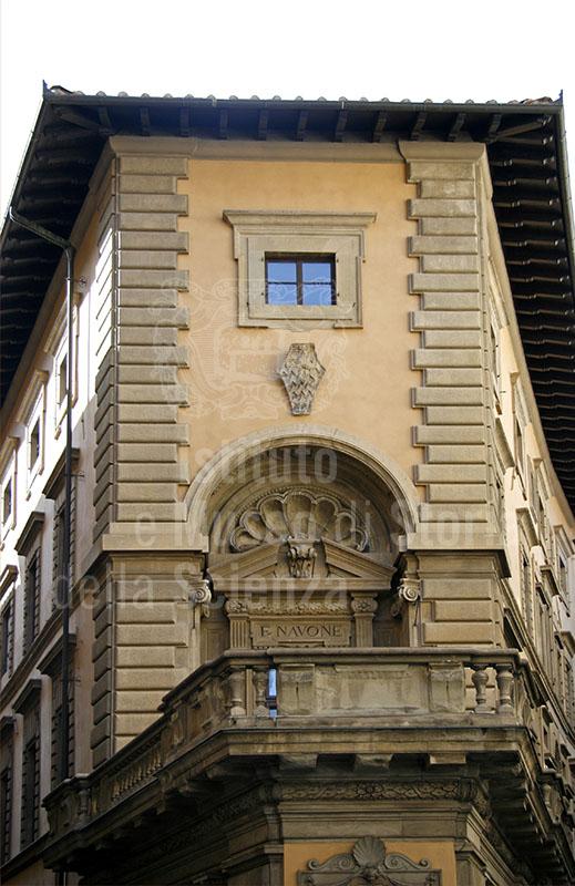 Casa di Robert Dudley a Firenze: dettaglio con il balcone.