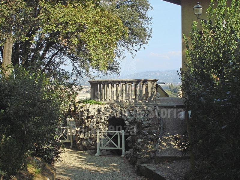 Immagine - Giardino di Palazzo Mozzi Bardini a Firenze: terra