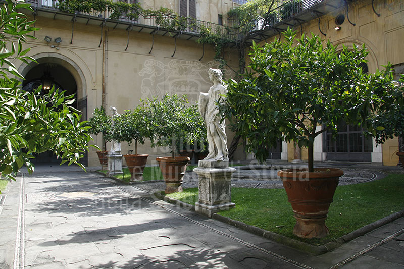 Image Palazzo Medici Riccardi Florence The Second Cour
