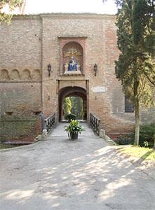 Ingresso fortificato dell'Archicenobio di Monte Oliveto Maggiore.